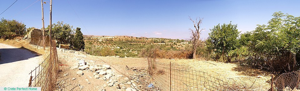 575m2 plot on hillside with sea views, 4km from Kissamos, electricity nearby.