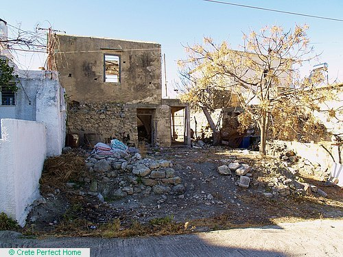 Ruined house on 281m2 village plot, sea views from first floor