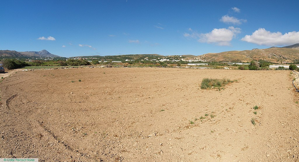 Huge level plot in building zone, sea views, 220m to beach
