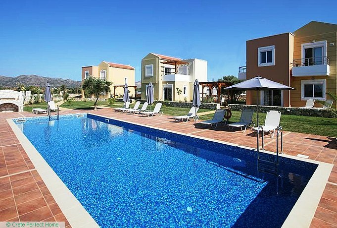 Five high-quality villas with shared pool & EOT licence