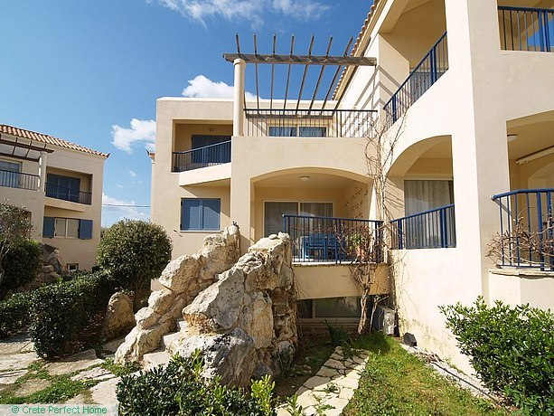 Deluxe 3-bedroom beachside apartment with shared pool