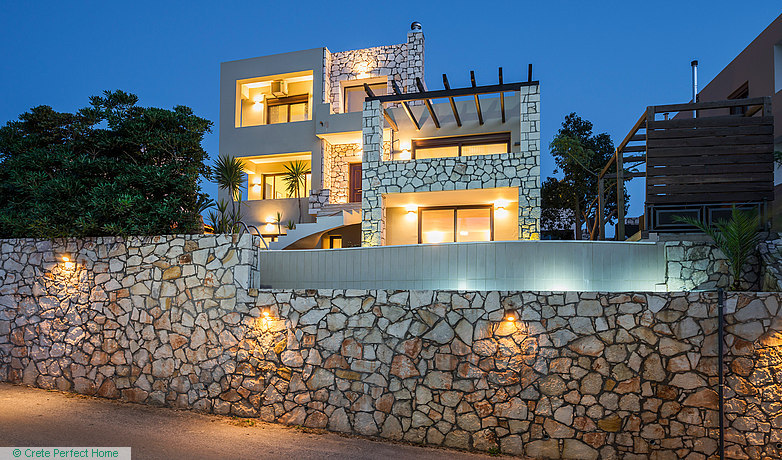 3-bed villa with pool & separate apartment, EOT license