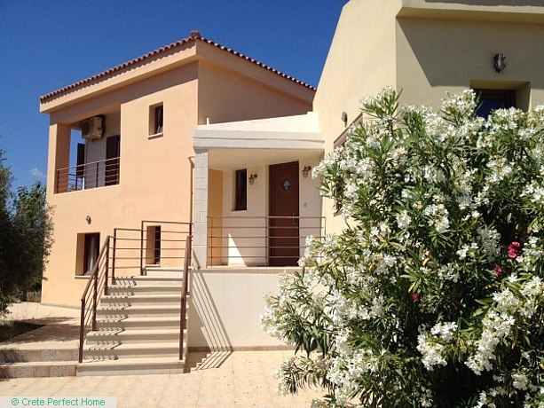 Spacious house & apartment in large plot, close to beaches
