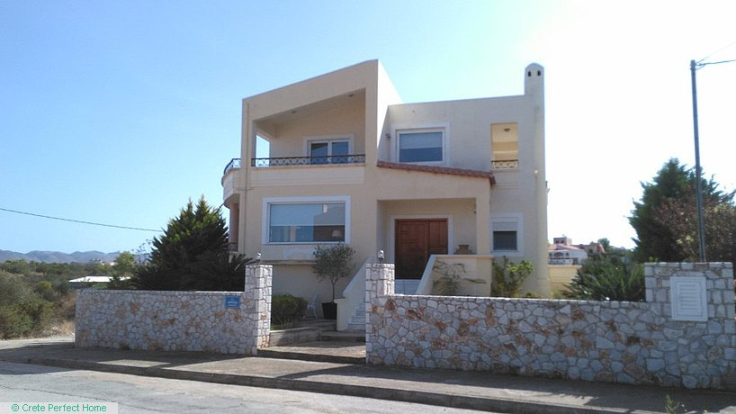 3-bed quality house with garden, close to beaches