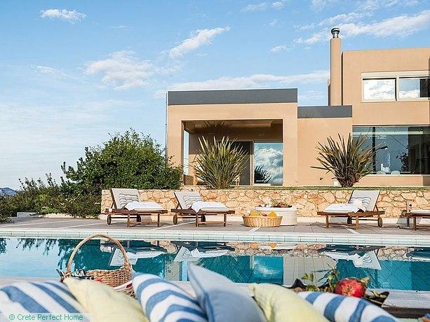 High-quality 7-bedroom villa in 3 units, pool, gardens, views