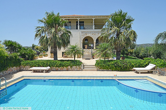 Deluxe 4-bedroom villa with pool and large grounds, sea & rural views
