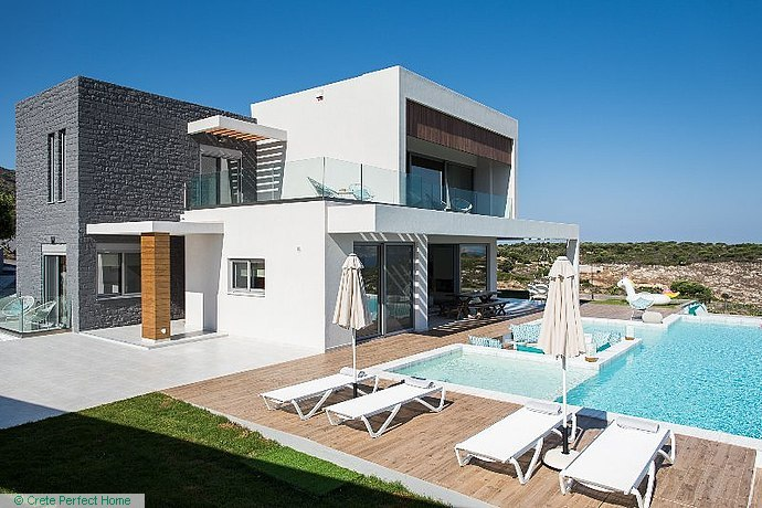 4-bedroom deluxe villa with large pool, huge plot,  sea & mountain views