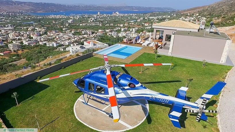 Deluxe 3-bedroom villa with pool & heliport, sea views, EOT licence
