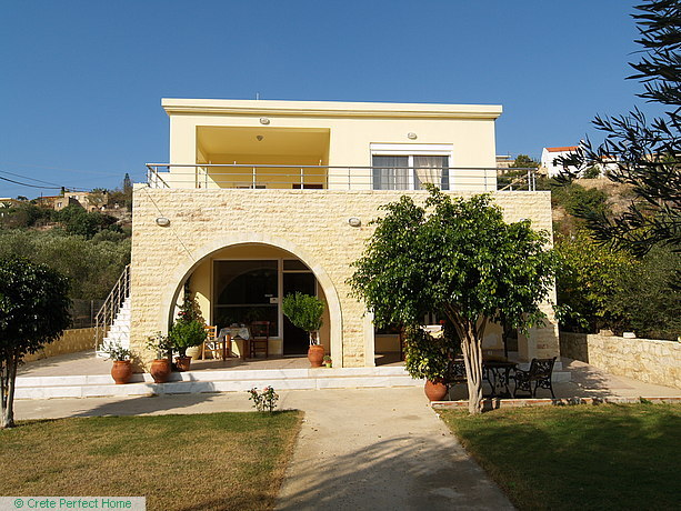 Modern 3-bedroom house with taverna & large plot