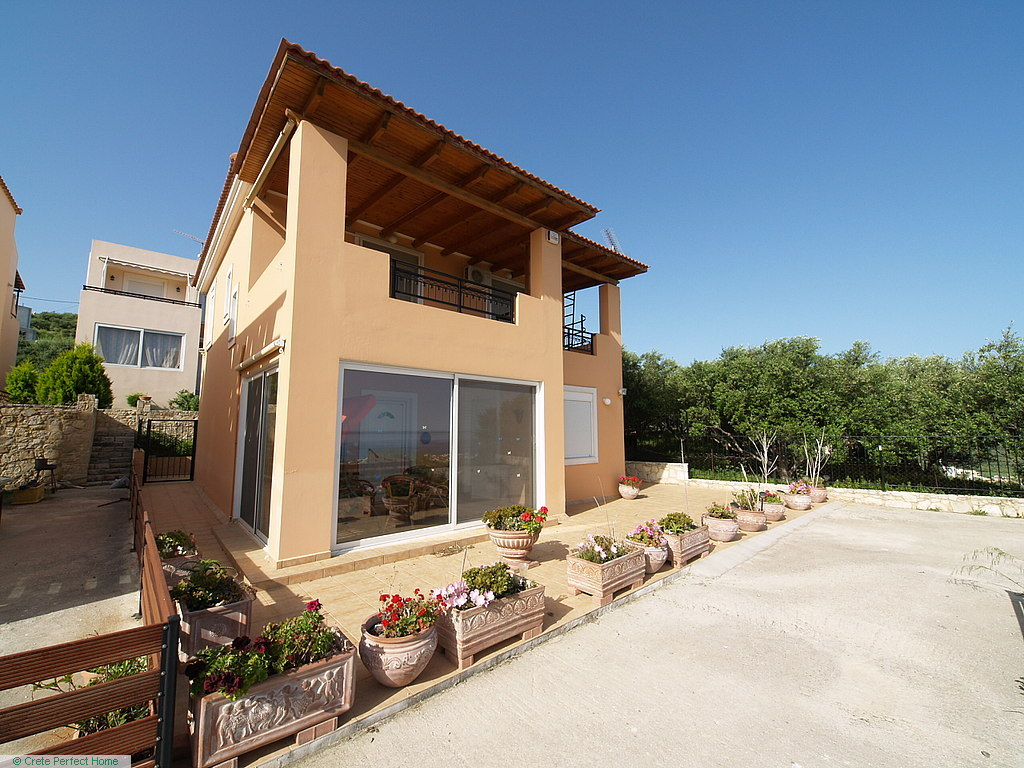 Modern 3-bedroom 3-bathroom house with superb sea views