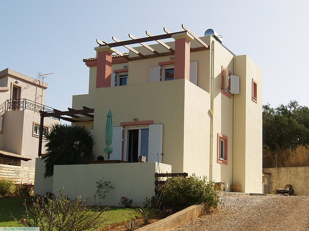 3-bed modern house with large garden & sea views