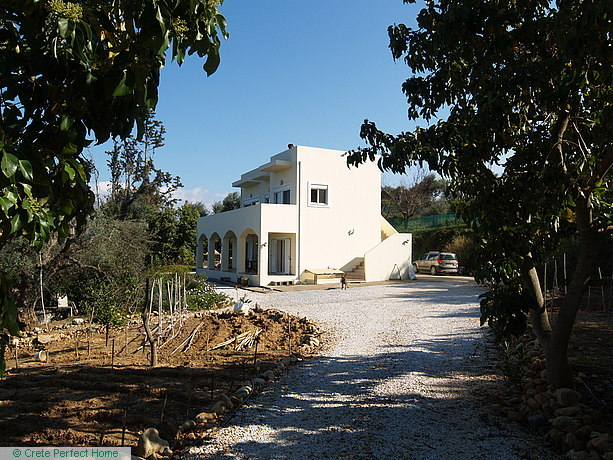 4-bed spacious house in large plot, sea & rural views, building plot included