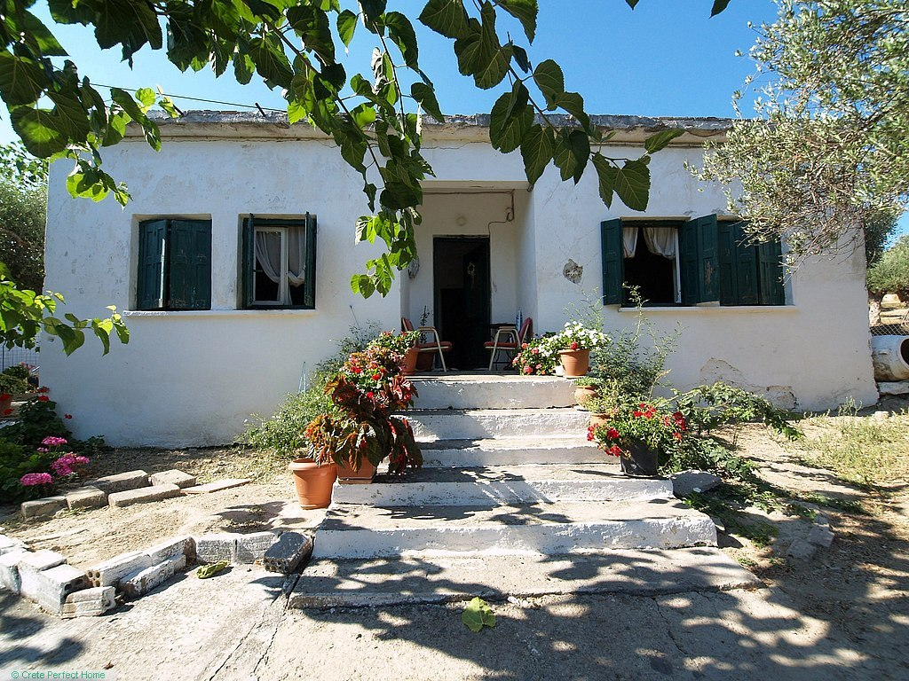 (Renovation) Habitable 7-room house with large building plot