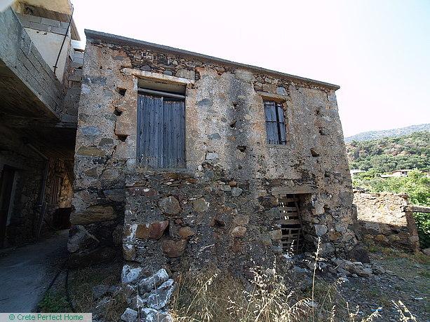 (Renovation) 2-floor stone house plus ruined rooms, sea & mountain views