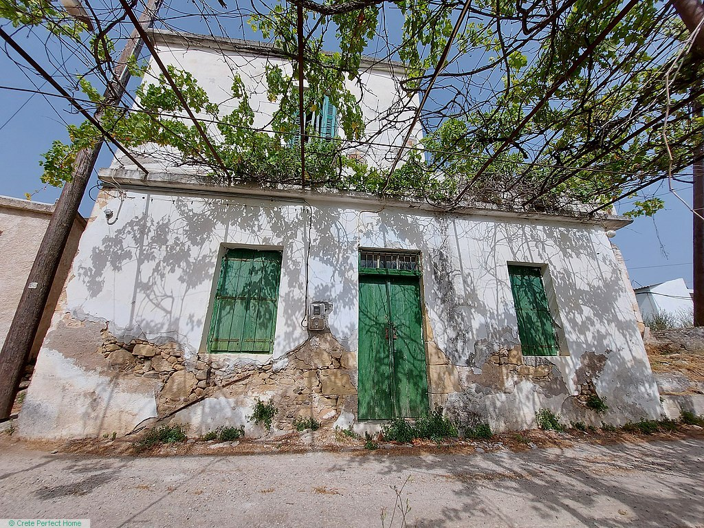 (Renovation) 2 adjacent stone buildings with 4 rooms, rural & sea views