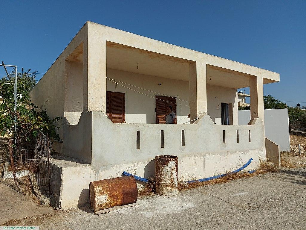 Incomplete habitable 94m2 modern 2-bed house near beaches, tavernas